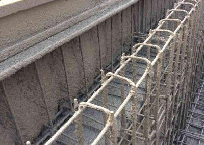 Пръскане на бетоново корито на басейн с торкрет бетон