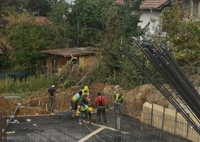 Транспортиране на бетон със стацонарна бетон помпа