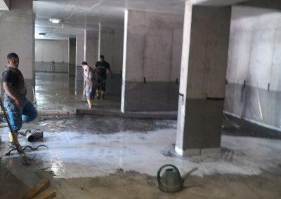транспортиране на бетон със съационарна бетон помпа