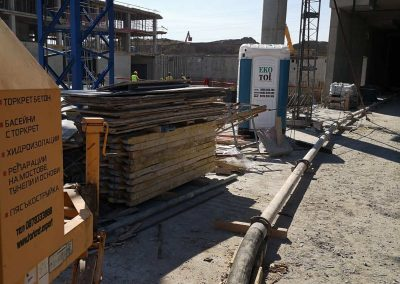 транспортиране на бетон със стационарна бетон помпа - Гаритидж