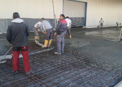 Транспортиране на бетон със стационарна бетон помпа)